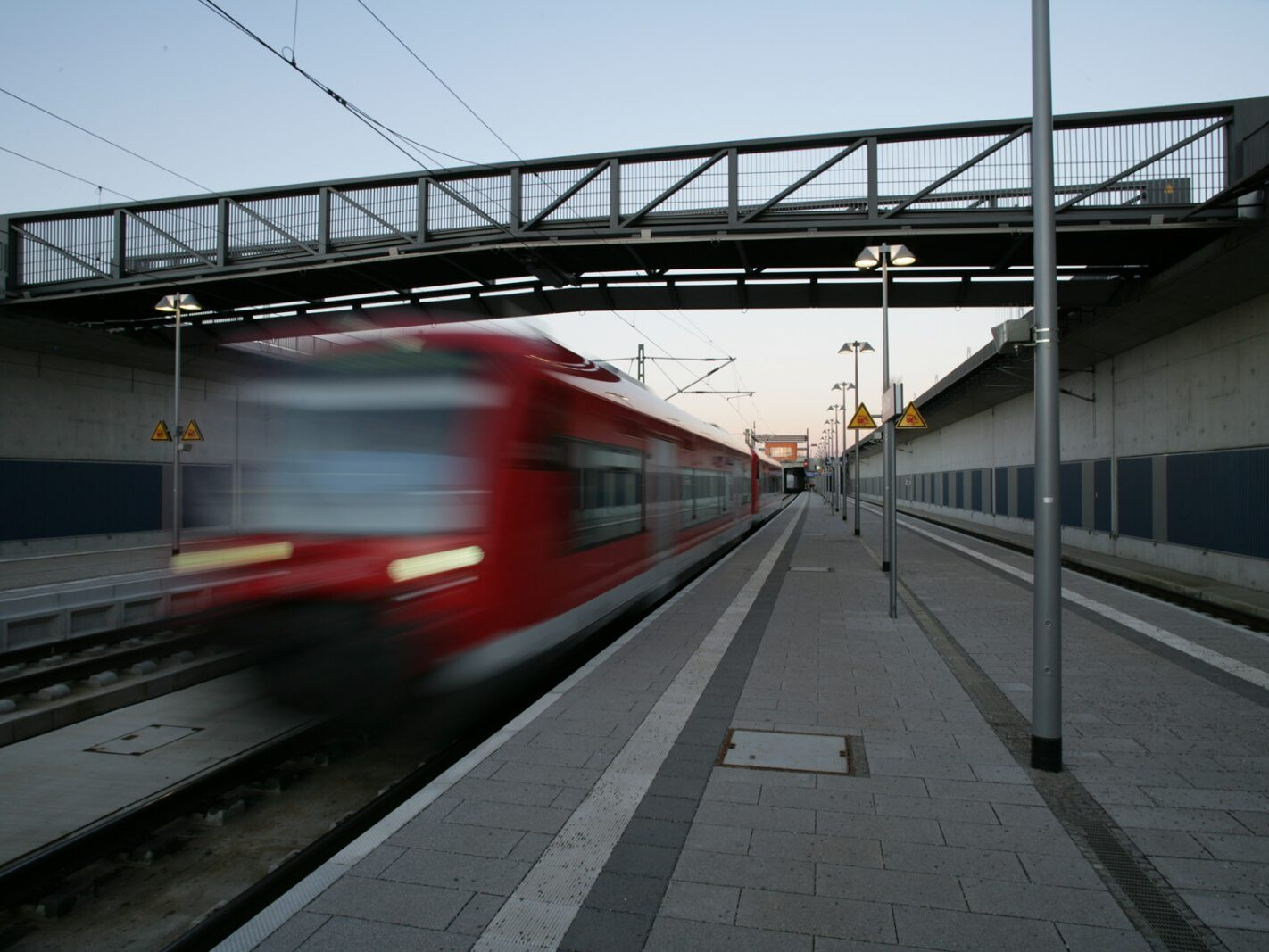 Fuß- und Radwegbrücke über ICE-Bahnhof, Neu-Ulm