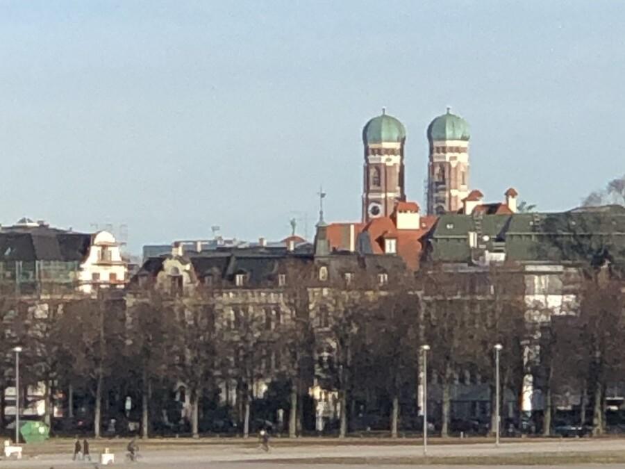 Büro karlundp am Bavariaring mit Türmen des Liebfrauendoms