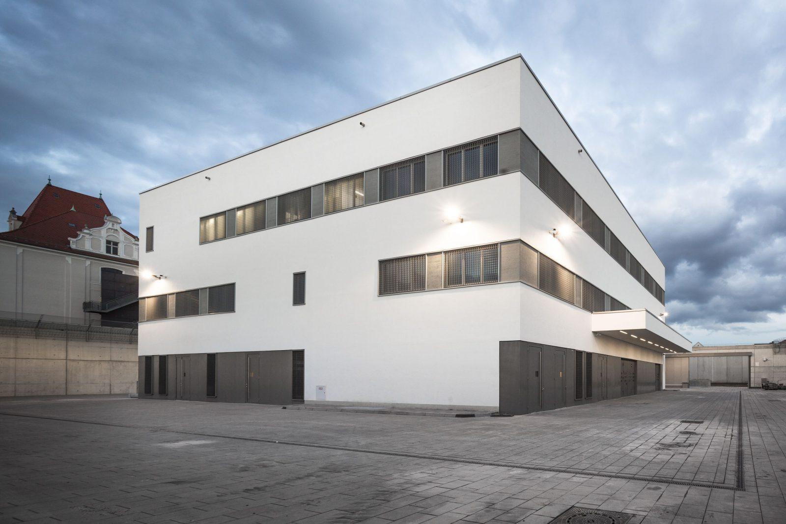 Justizvollzugsanstalt Regensburg, Neubau Betriebsgebäude