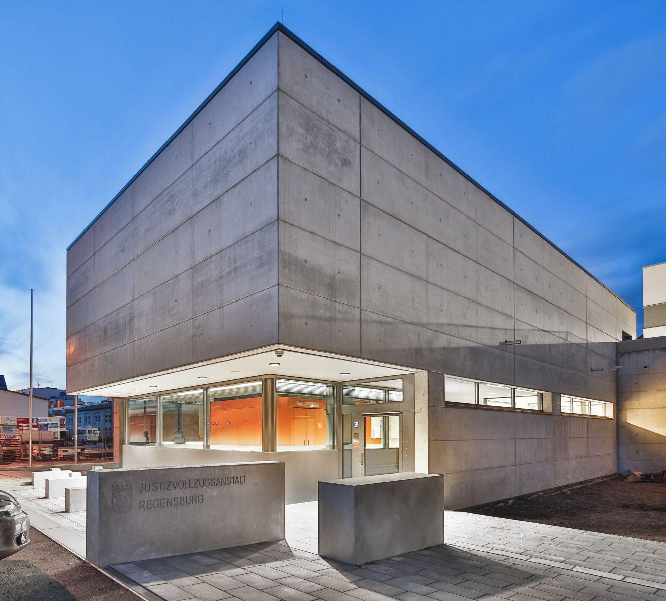 Justizvollzugsanstalt Regensburg, Neubau Torwachgebäude