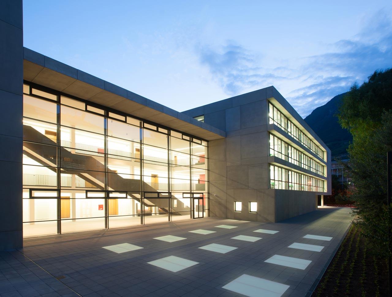 Gymnasium G Carducci Bozen Italien Karlundp Architekten